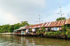 Maison à la rive. photographie stock libre de droits