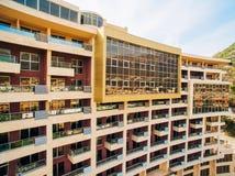 Maison à plusiers étages sur la mer Architecture monténégrine Vraie es Photographie stock libre de droits