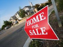 Maison à vendre le signe Photos libres de droits