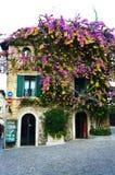 Maison épanouie dans Sirmione, lac garda, Italie Photos libres de droits