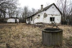 Maison abandonnée - amélioration de l'habitat requise photo libre de droits