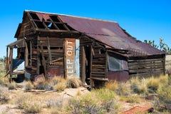 Maison abandonnée dans le désert Photographie stock libre de droits