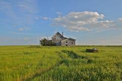 Maison abandonnée de prairie Photo stock