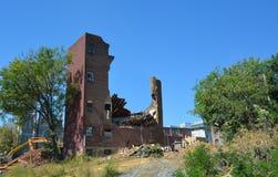Maison abandonnée de rangée étant démolie Images libres de droits