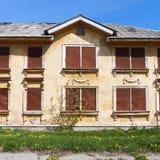 Maison abandonnée pendant le jour Image stock