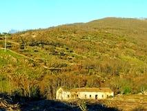 Maison abandonnée sur la montagne image libre de droits