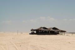 Maison abandonnée sur la plage Images libres de droits