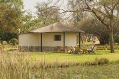 Maison africaine couverte de chaume Image libre de droits