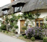Maison anglaise de village photographie stock libre de droits