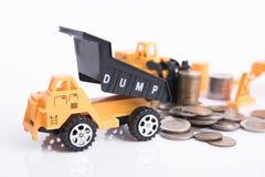 Maison avec l'argent de pièce de monnaie de pile et l'industrie du bâtiment d'affaires Image libre de droits