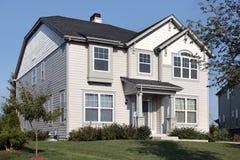 Maison grise d upscale photos 29 maison grise d upscale images photographi - Maison grise et blanche ...