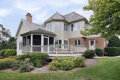 Maison avec le porche inclus image stock