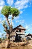 Maison birmanne type de village Photos stock