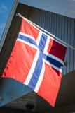 Maison blanche avec le drapeau dans la vieille partie de Stavanger, Norvège Photo stock