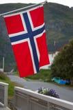 Maison blanche avec le drapeau dans la vieille partie de Stavanger, Norvège Image stock