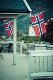 Maison blanche avec le drapeau dans la vieille partie de Stavanger, Norvège Photos stock