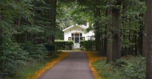 Maison blanche dans un forrest près de Zwolle Photographie stock libre de droits
