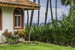 Maison côtière avec la vue d'océan Photographie stock libre de droits