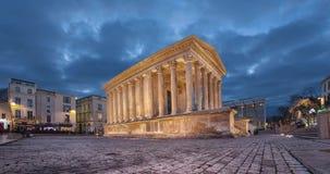Maison Carree - templo romano restaurado en Nimes, Francia metrajes
