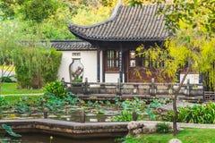 Maison chinoise dans le jardin Photographie stock
