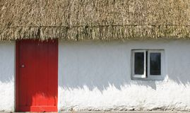Maison couverte de chaume Photo libre de droits