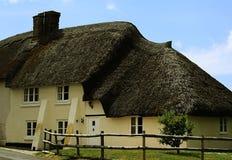 Maison couverte de chaume anglaise Images libres de droits