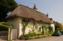 Maison couverte de chaume anglaise traditionnelle Photographie stock