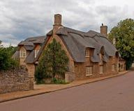 Maison couverte de chaume dans Northamptonshire Image stock