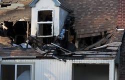 Maison détruite par Fire photographie stock
