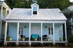 Maison d'été bleue mignonne dans des clés de la Floride Photos stock