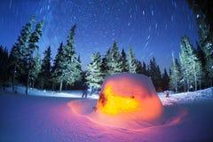 Maison d'étoile dans les montagnes images stock