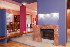 Maison d'amaranthe - cheminée images stock