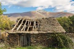 Maison d'ardoise dans les ruines Photographie stock libre de droits