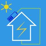 Maison d'Eco avec la batterie solaire Image libre de droits