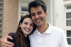 Maison d'extérieur debout de couples nouvelle photo libre de droits