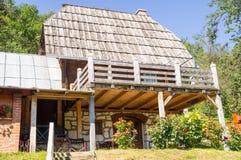 Maison d'hôtes sur la montagne humide en Serbie Image stock