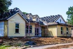 Maison d'histoire de neuf en construction photographie stock