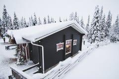 Maison d'hiver dans Rukka, Finlande Image libre de droits