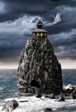 Maison d'imagination sur une île de roche en mer Image stock
