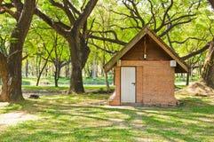 Maison dans le jardin Photographie stock