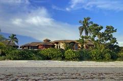 Maison dans le paradis tropical Photo stock