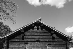 Maison de bois de construction noire et blanche Image stock