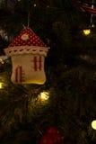 Maison de bonbon à maison d'arbre de Noël Images stock