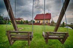 Maison de campagne élégante en Pologne le jour orageux photo stock