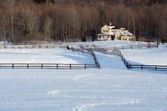 Maison de campagne en hiver Image stock