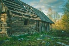 Maison de campagne Une vieille maison Chambre abandonnée Image libre de droits