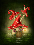 Maison de champignon d'imagination Photographie stock