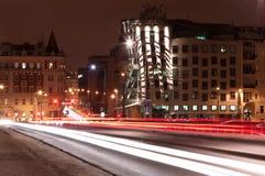 Maison de danse la nuit, Prague, République Tchèque Images stock