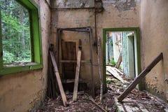 Maison de dommages - villa abandonnée par olg Image libre de droits
