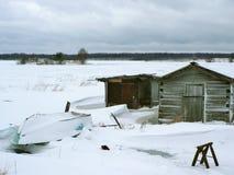 maison de fishermans près du lac congelé images libres de droits